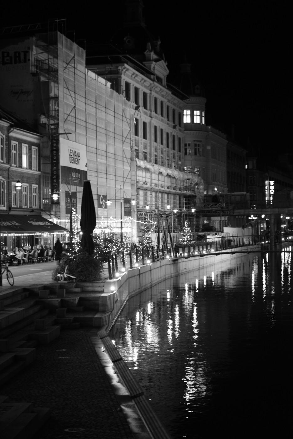Aarhus Å med Café'er